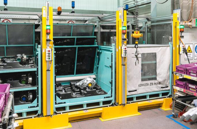 Behälterfördertechnik zur HAG-Anstellung